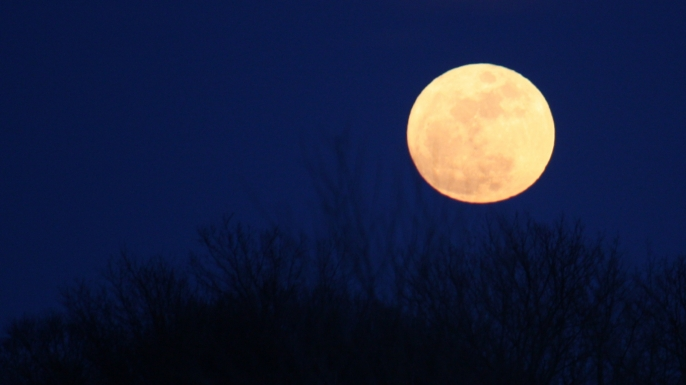 LIST-7-unusual-myths-and-theories-about-the-moon-E